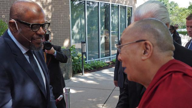 Далай-лама принял участие в экспертном обсуждении вопросов сострадания