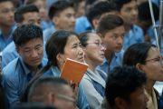 Юные тибетцы и их учителя слушают наставления Его Святейшества Далай-ламы в ходе второго дня трехдневных учений для тибетской молодежи. Дхарамсала, Индия. 6 июня 2017 г. Фото: Тензин Чойджор (офис ЕСДЛ)