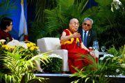Его Святейшество Далай-лама выступает с публичной лекцией на стадионе Калифорнийского университета Сан-Диего. Сан-Диего, штат Калифорния, США. 16 июня 2017 г. Фото: Калифорнийский университет Сан-Диего