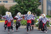Тибетцы из местного тибетского сообщества исполняют традиционный танец в знак приветствия Его Святейшеству Далай-ламе. Миннеаполис, штат Миннесота, США. 21 июня 2017 г. Фото: Джереми Рассел (офис ЕСДЛ)