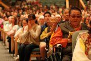 Тибетцы из местного тибетского сообщества слушают наставления Его Святейшества Далай-ламы. Миннеаполис, штат Миннесота, США. 24 июня 2017 г. Фото: Тензин Пунцок Вальяг