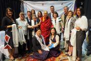 Его Святейшество Далай-лама с представителями местного правительства, включая сенатора штата Кэролин Лэйн, мэра Миннеаполиса Бетси Ходжес и члена конгресса Бетти Макколлум, перед началом встречи с тибетцами. Миннеаполис, штат Миннесота, США. 24 июня 2017 г. Фото: Джереми Рассел (офис ЕСДЛ)