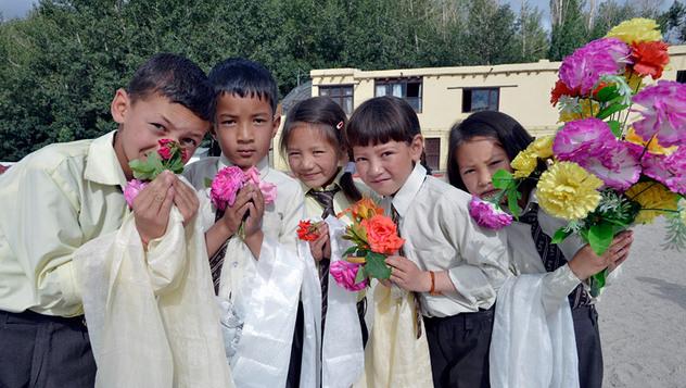Дээрхийн Гэгээнтэн Далай Лам Ладакийн нийтийн сургуульд зочиллоо