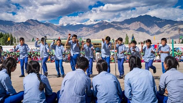 Далай-лама посетил школу Тибетской детской деревни S.O.S в Ладаке