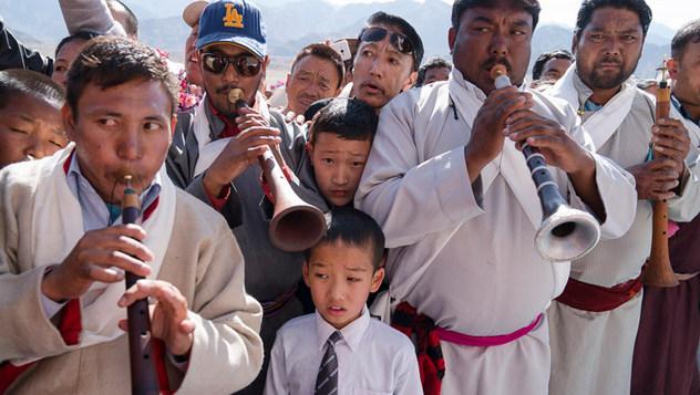 Далай-лама посетил церемонию открытия монастыря Дуджом в Ше и нанес визит в Ид-Гах в Ле