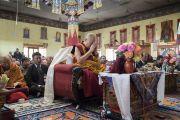 Его Святейшество Далай-лама возносит молитвы в храме Джокханг. Ле, Ладак, штат Джамму и Кашмир, Индия. 5 июля 2017 г. Фото: Тензин Чойджор (офис ЕСДЛ)