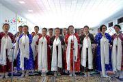 Старшеклассницы исполняют песню в знак приветствия и почтения Его Святейшеству Далай-ламе, прибывшему в Ладакскую публичную школу. Ле, Ладак, штат Джамму и Кашмир, Индия. 8 июля 2017 г. Фото: Лобсанг Церинг (офис ЕСДЛ)