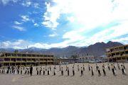 Ученики Ладакской публичной школы ожидают прибытия Его Святейшества Далай-ламы. Ле, Ладак, штат Джамму и Кашмир, Индия. 8 июля 2017 г. Фото: Лобсанг Церинг (офис ЕСДЛ)