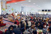 Вид со сцены актового зала – Зала вдохновения –  Ладакской публичной школы во время лекции Его Святейшества Далай-ламы. Ле, Ладак, штат Джамму и Кашмир, Индия. 8 июля 2017 г. Фото: Лобсанг Церинг (офис ЕСДЛ)