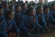 Учащиеся школ долины Нубра слушают наставления Его Святейшества Далай-ламы. Дискет, долина Нубра, штат Джамму и Кашмир, Индия. 11 июля 2017 г. Фото: Тензин Чойджор (офис ЕСДЛ)