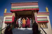 Его Святейшество Далай-лама направляется из своей резиденции на площадку учений в монастыре Дискет. Дискет, долина Нубра, штат Джамму и Кашмир, Индия. 11 июля 2017 г. Фото: Тензин Чойджор (офис ЕСДЛ)
