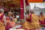 Монахи играют на ритуальных инструментах во время подношения молебна о долгой жизни Его Святейшества Далай-ламы в монастыре Дискет. Дискет, долина Нубра, штат Джамму и Кашмир, Индия. 12 июля 2017 г. Фото: Тензин Чойджор (офис ЕСДЛ)