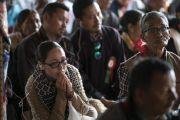 Верующие слушают учения Его Святейшества Далай-ламы по сочинению Камалашилы «Ступени созерцания». Дискет, долина Нубра, штат Джамму и Кашмир, Индия. 12 июля 2017 г. Фото: Тензин Чойджор (офис ЕСДЛ)