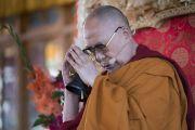 Его Святейшество Далай-лама проводит подготовительные церемонии в начале заключительного дня учений в монастыре Дискет. Дискет, долина Нубра, штат Джамму и Кашмир, Индия. 13 июля 2017 г. Фото: Тензин Чойджор (офис ЕСДЛ)