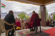 Его Святейшество Далай-лама проводит встречу с иностранными гостями в монастыре Дискет. Дискет, долина Нубра, штат Джамму и Кашмир, Индия. 13 июля 2017 г. Фото: Тензин Чойджор (офис ЕСДЛ)