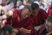 Монахи слушают перевод учений Его Святейшества Далай-ламы в монастыре Самтенлинг. Сумур, долина Нубра, штат Джамму и Кашмир, Индия. 14 июля 2017 г. Фото: Тензин Чойджор (офис ЕСДЛ)