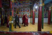 Его Святейшество Далай-лама посещает главный зал собраний во время краткого паломничества в монастырь Самтенлинг. Сумур, долина Нубра, штат Джамму и Кашмир, Индия. 15 июля 2017 г. Фото: Тензин Чойджор (офис ЕСДЛ)