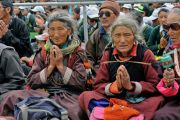 Верующие слушают Его Святейшество Далай-ламу во время дарования разрешения на практику Будды медицины. Падум, Занскар, штат Джамму и Кашмир, Индия. 18 июля 2017 г. Фото: Лобсанг Церинг (офис ЕСДЛ)