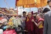 Его Святейшество Далай-лама идет через толпу верующих по завершении визита в монастырь Матхо. Ле, Ладак, штат Джамму и Кашмир, Индия. 20 июля 2017 г. Фото: Тензин Чойджор (офис ЕСДЛ)