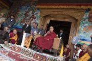 Его Святейшество Далай-лама дарует верующим наставления во время визита в монастырь Матхо. Ле, Ладак, штат Джамму и Кашмир, Индия. 20 июля 2017 г. Фото: Тензин Чойджор (офис ЕСДЛ)
