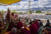 Его Святейшество Далай-лама дарует наставления в Тибетской детской деревне S.O.S в Чогламсаре. Ле, Ладак, штат Джамму и Кашмир, Индия. 25 июля 2017 г. Фото: Тензин Чойджор (офис ЕСДЛ)