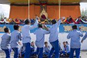 Ученики школы Тибетской детской деревни S.O.S в Чогламсаре проводят показательный философский диспут во время визита Его Святейшества Далай-ламы. Ле, Ладак, штат Джамму и Кашмир, Индия. 25 июля 2017 г. Фото: Тензин Чойджор (офис ЕСДЛ)