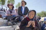 Местные жители слушают наставления Его Святейшества Далай-ламы во время его визита в Тибетскую детскую деревню S.O.S в Чогламсаре. Ле, Ладак, штат Джамму и Кашмир, Индия. 25 июля 2017 г. Фото: Тензин Чойджор (офис ЕСДЛ)