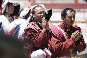 Местные жители слушают Его Святейшество Далай-ламу во время его визита в комплекс Синдху Даршан. Ле, Ладак, штат Джамму и Кашмир, Индия. 27 июля 2017 г. Фото: Тензин Чойджор (офис ЕСДЛ)