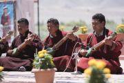 Музыканты исполняют традиционные ладакские песни в знак приветствия Его Святейшеству Далай-ламе, прибывшему в комплекс Синдху Даршан. Ле, Ладак, штат Джамму и Кашмир, Индия. 27 июля 2017 г. Фото: Тензин Чойджор (офис ЕСДЛ)