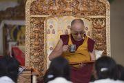 Его Святейшество Далай-лама во время первого дня трехдневных учений по поэме Шантидевы «Путь бодхисаттвы». Ле, Ладак, штат Джамму и Кашмир, Индия. 28 июля 2017 г. Фото: Тензин Чойджор (офис ЕСДЛ)