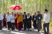 Его Святейшество Далай-лама направляется из своей резиденции на площадку учений Шивацель. Ле, Ладак, штат Джамму и Кашмир, Индия. 28 июля 2017 г. Фото: Тензин Чойджор (офис ЕСДЛ)