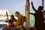 Его Святейшество Далай-лама совершает подготовительные церемонии для посвящения долгой жизни Белой Тары. Ле, Ладак, штат Джамму и Кашмир, Индия. 30 июля 2017 г. Фото: Тензин Чойджор (офис ЕСДЛ)