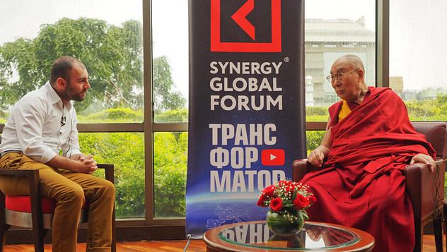 Его Святейшество дал интервью российской делегации для Глобального форума «Синергия»
