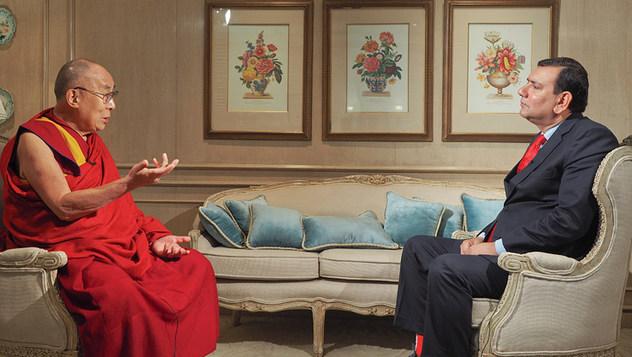 Далай-лама дал интервью Сринджаю Чаудхари для индийского англоязычного телеканала новостей Times Now