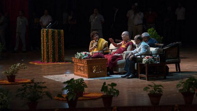 Далай-лама прочел публичную лекцию «Искусство быть счастливым» в Сири Форте