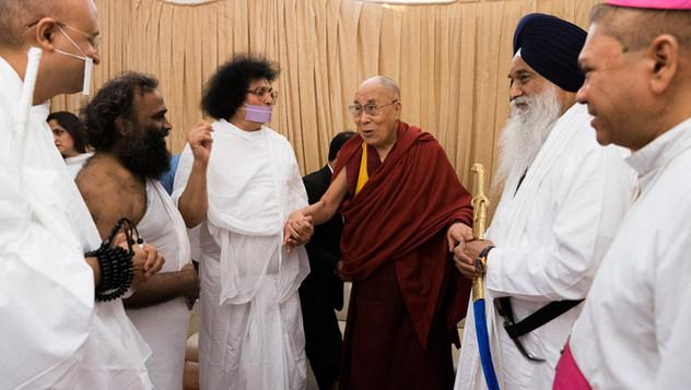 Далай-лама принял участие в семинаре «Мир и гармония во всем мире с опорой на межконфессиональный диалог»