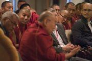 Его Святейшество Далай-лама обращается со вступительным словом к участникам диалога «Природа сознания». Нью-Дели, Индия. 7 августа 2017 г. Фото: Тензин Чойджор (офис ЕСДЛ)