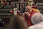Его Святейшество Далай-лама комментирует доклады во время второго дня диалога с российскими учеными «Природа сознания». Нью-Дели, Индия. 8 августа 2017 г. Фото: Тензин Чойджор (офис ЕСДЛ)