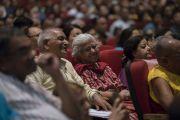 Слушатели во время лекции Его Святейшества Далай-ламы «Искусство быть счастливым», организованной Ассоциацией британских ученых-философов. Нью-Дели, Индия. 10 августа 2017 г. Фото: Тензин Чойджор (офис ЕСДЛ)