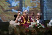Его Святейшество Далай-лама выступает с лекцией «Искусство быть счастливым», организованной Ассоциацией британских ученых-философов в конференц-зале Сири Форт. Нью-Дели, Индия. 10 августа 2017 г. Фото: Тензин Чойджор (офис ЕСДЛ)