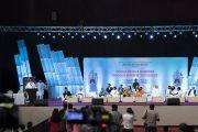 Вид на сцену Национального спортивного клуба Индии во время семинара «Мир и гармония во всем мире с опорой на межконфессиональный диалог». Мумбаи, штат Махараштра, Индия. 13 августа 2017 г. Фото: Тензин Чойджор (офис ЕСДЛ)