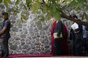 Его Святейшество Далай-лама направляется на обед с руководителями производств и институтов, организованный в Институте социологии Тата. Мумбаи, штат Махараштра, Индия. 14 августа 2017 г. Фото: Тензин Чойджор (офис ЕСДЛ)