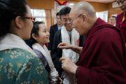 Его Святейшество Далай-лама дарует наставления юным тибетцам о том, как построить более счастливый и сострадательный мир. Дхарамсала, Индия. 25 августа 2017 г. Фото: Тензин Чойджор (офис ЕСДЛ)