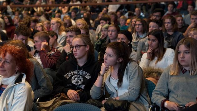 Во Франкфурте Далай-лама встретился со студентами и прочел публичную лекцию