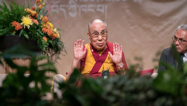 Далай-лама принял участие в симпозиуме «Западная наука и буддийские воззрения» и посетил Тибетский дом