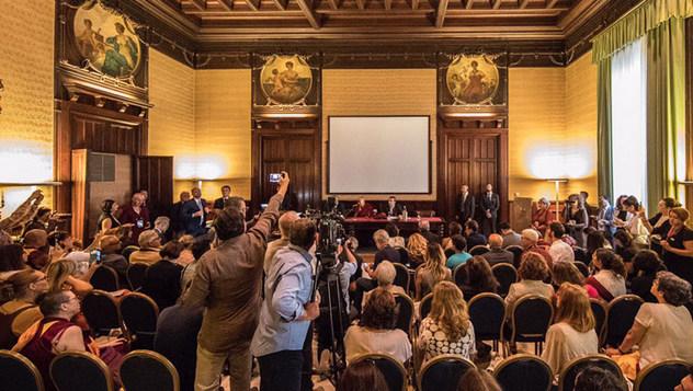 В Палермо Далай-лама встретился с журналистами и прочел публичную лекцию