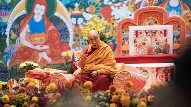 В Риге Далай-лама дал пресс-конференцию и начал учения по «Ступеням созерцания» и «Краткому ламриму»