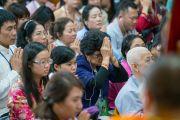 Верующие слушают Сутру сердца в начале третьего дня четырехдневных учений Его Святейшества Далай-ламы, организованных по просьбе буддистов из Юго-Восточной Азии. Дхарамсала, Индия. 31 августа 2017 г. Фото: Тензин Чойджор (офис ЕСДЛ)