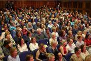 Некоторые из более чем 1000 слушателей, собравшихся на публичную лекцию Его Святейшества Далай-ламы «Сострадание в действии». Дерри, Северная Ирландия, Великобритания. 10 сентября 2017 г. Фото: Лоркан Доэрти
