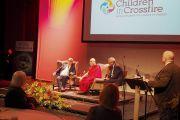 Вид на сцену конференц-центра Millenium Forum во время конференции «Образование сердца» с участием Его Святейшества Далай-ламы. Дерри, Северная Ирландия, Великобритания. 11 сентября 2017 г. Фото: Джереми Рассел (офис ЕСДЛ)